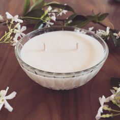 This double-wicked soy candle bowl makes a stunning table centerpiece and is part of our unique and recycled Vintage Collection.  Volume: Approx 200 ml  Diameter: 10.5 cm  Height: 5 cm