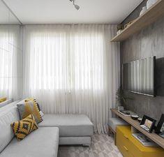 Sofá cinza: 85 ideias de como usar esse móvel versátil na decoração Living Room Sofa Design, Living Room Designs, Living Room Decor, Kitchen Cabinets Decor, Cabinet Decor, Yellow Sofa, Cozy Sofa, Minimalist Decor, Decoration