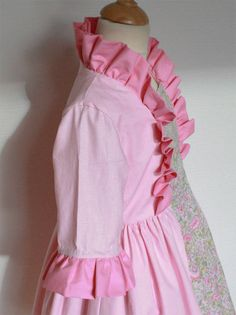 Au départ, une commande pas tout à fait comme les autres : une robe de princesse pour une petite princesse, jusque là, une demande plutôt habituelle, car Carabosse semble combler tant les mamans co… Happy Kids, Dressing, Ballet Skirt, Costumes, Summer Dresses, Sewing, Princesses, Skirts, Inspiration