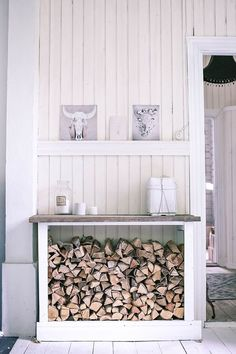 You need a indoor firewood storage? Here is a some creative firewood storage ideas for indoors. Decor, Wood Interior Design, Interior, Wood Room, Home Fireplace, Wood Store, Indoor Firewood Rack, Home Decor, Store Design Interior