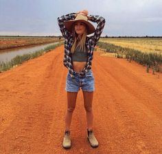 Sarah Ellen from Australia is my new fashion icon.