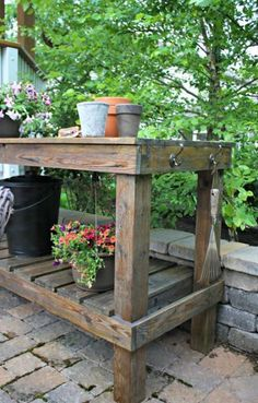 How to bring an old potting bench back to life at Thrifty Decor Chick! pallet garden table potting benches Refinishing our outdoor potting bench Outdoor Potting Bench, Potting Bench Plans, Potting Tables, Potting Sheds, Outdoor Pots, Outdoor Sheds, Outdoor Storage, Diy Garden Table, Diy Table
