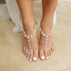 Ehi, ho trovato questa fantastica inserzione di Etsy su https://www.etsy.com/it/listing/159220982/barefoot-sandals-with-rhinestones-and