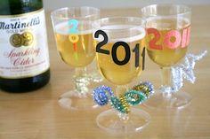 http://belladia.typepad.com/.a/6a00d8341cc08553ef0148c7311a19970c-pi    personalized glasses
