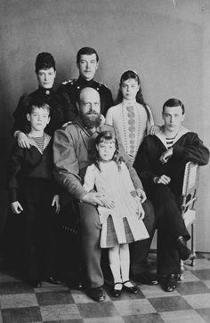Grand Duke Michael (far left) with his parents and siblings. Back row (left to right): Empress Maria, Grand Duke Nicholas (later Nicholas II), Grand Duchess Xenia, Grand Duke George. Front: Tsar Alexander III and Grand Duchess Olga Maria Feodorovna, Tsar Nicolas, Tsar Nicholas Ii, Zar Nikolaus Ii, Alexandre Iii, Christian Ix, Grand Duchess Olga, House Of Romanov, Grand Duke