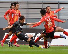 [ J1:第7節 名古屋 vs 浦和 ] 1点を追う浦和は64分、宇賀神友弥のパスを受けた原口元気が得意のカットインから右足で決めて試合を振り出しに戻す。原口は今季3点目のゴールとなった。