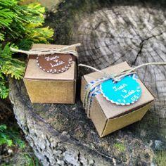Detalles de Boda ~ Cajitas con Pulseras o Llaveros de Piedras Naturales en http://www.laaventuradelalma.es/regalos