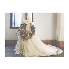 ✨✨ . カラードレスのブーケは絶対リースブーケが持ちたい‼︎ と、妄想中です♡ . 後でもお部屋に飾れるように、プリザーブドフラワーか、アーティフィカルフラワーがいいなぁ…♡ 皆さんどこで作ってもらってるのだろう… . 考えなきゃいけない事は沢山ありますね! .  #プレ花嫁 #結婚式準備 #軽井沢高原教会 #ブレストンコート #結婚式 #ブーケ #リースブーケ #オーダー #カラードレス