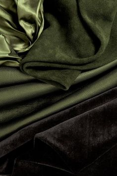 This beautiful fabric brings images of gardens and greenery to bring more life to your living room. This beautiful fabric brings images of gardens and greenery to bring more life to your living room. Loki Aesthetic, Slytherin Aesthetic, Night Aesthetic, Aesthetic Colors, Palette Verte, Vert Olive, Chelsea, Loki Laufeyson, Design Blog
