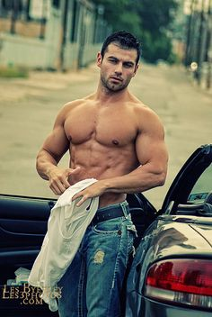 John Gioffre  @Leah_Braemel   some muscle to brighten your day! **-**
