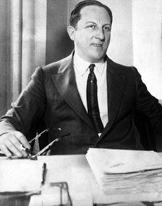 """Thế kỉ 20 có thể nói đánh dấu đỉnh cao của những tay chơi cờ bạchuyền thoại thế giới.  Arnold Rothstein  Đứng đầu trong danh sách, phải kể đến Arnold Rothstein (1882-1928). Không chỉ khét tiếng trong giới cờ bạc, Rothstein còn là ông trùm xã hội đen của New York thời kỳ đầu các năm 90. Biệt danh """"Bộ não"""" (The Brain) hay """"Quý Ông Tài Khoản Lớn"""" (The Big Bankroll), hắn tham gia vào nhiều hoạt động tội phạm dù thế nổi bật nhất vẫn là cờ bạc. Rothestein lừng danh với vụ dàn xếp tỷ sốcá cược…"""
