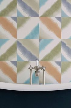 Cream-white, light grey-beige, olive-green, orange, turquoise blue – fruity summer colours characterise this stunning geometry wallpaper. Geometric Wallpaper, Vinyl Wallpaper, Pattern Wallpaper, Op Art, Bleu Turquoise, Grey And Beige, Wall Treatments, Summer Colors, Cream White