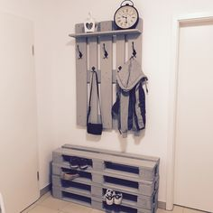 Do It Yourself Garderobe Aus Paletten. #DIY #Garderobe #Palette  #Palettenmöbel