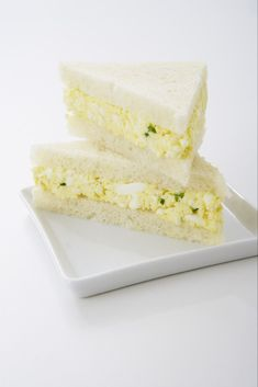 simple egg salad tea sandwich is very easy to make and has an unobtrusive, mellow flavor that's easy for everyone to like.This simple egg salad tea sandwich is very easy to make and has an unobtrusive, mellow flavor that's easy for everyone to like. Mini Sandwiches, English Tea Sandwiches, Cucumber Tea Sandwiches, Tea Sandwich Recipes, Toddler Sandwiches, Easy Finger Sandwiches, Vegan Sandwiches, Recipe For Egg Salad Sandwiches, Sandwich Recipes