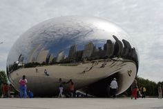 A drop of liquid mercury in Chicago. Cloud Gate by Anish Kapoor, Chicago, 2004.