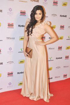 Alia Bhatt Sizzling Pose In Sonaakshi Raaj Dress At The 58th Filmfare Nomination Party, Bollywood Stars At The 58th Filmfare Nomination Party In Hyatt Regency | Memsaab.com