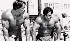 Arnold Schwarzenegger, legend of fitness and bodybuilding. Learn about diet, workouts, favourite exercises and the message of this winner of Mr. Mr Olympia, Fitness Motivation, Fitness Goals, Health Fitness, Arnold Schwarzenegger, Mtb, Cardio, Protein To Build Muscle, Muscle Beach