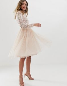Find the best selection of Needle & Thread embellished long sleeve midi dress with tulle skirt in rose quartz. Shop today with free delivery and returns (Ts&Cs apply) with ASOS! Formal Dresses With Sleeves, Different Dresses, Banquet Dresses, Prom Dresses, Wedding Dresses Pinterest, White Long Sleeve Dress, Robes Midi, Asos Prom, Small Casual