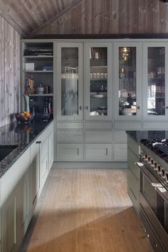 Kitchen Pantry, Kitchen Cabinets, Cabin Chic, Cabin Kitchens, Cabin Interiors, Built Ins, Lodges, Modern Farmhouse, Cottage