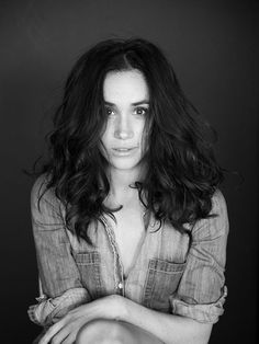 Meghan Markle: I'm More Than An 'Other' An essay written by Megan everyone questioning her identity as Biracial woman exactly who she is. Estilo Meghan Markle, Meghan Markle Stil, Balayage Bob, Rihanna, Pixie, The Tig, Langer Bob, Mixed Race, Waves