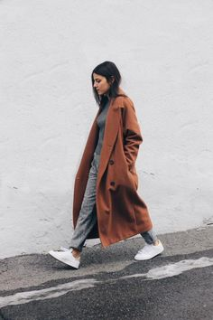 A long coat is perfect for fall! Practical yet sartorially daring. #ShopLu http://lucurat.es/1Wt0HhE