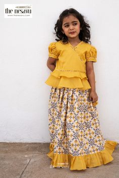 Blouse Designs High Neck, Kids Blouse Designs, Designs For Dresses, Baby Lehenga, Kids Lehenga, Baby Frock Pattern, Girl Dress Patterns, Long Dress Design, Baby Dress Design