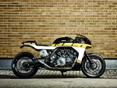RocketGarage Cafe Racer: VMAX 'CS_07 GASOLINE  Not a fan of the look of this bike but love the paint