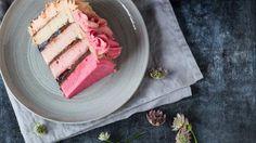 Pink festkage med mørk chokolade- og kirsebærcreme | ISABELLAS