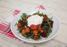 Salade van gegrilde bataat en rode biet met yoghurt en verse oregano