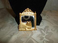 VTG. JJ JONETTE GOLD TONE KITTY CAT LOOKING AT ITS REFLECTION IN A MIRROR BROOCH #JJJonette