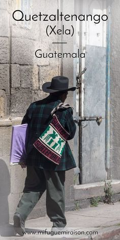 Quetzaltenango, aussi appelée Xela, est une ville à majorité indigène du nord du Guatemala, un peu à l'écart du circuit touristique classique. Une bonne façon de découvrir l'âme du pays ! #quetzaltenango #xela #guatemala #visitguatemala #article #blog #voyage #travel #santamariavolcano