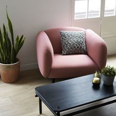 MOÏRA - Pink Armchair - With Moïra, ENOstudio edits its second sofa and its first armchair. With its generous and enveloping shape, this sofa brings softness and quietness. Covered with Gabriel fabrics, MOÏRA forms a link between France and Denmark.