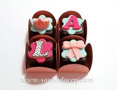 Blog_Bombom modelado_LOL surprise_133148[2] Chocolates, Lol, Doll Party, Candy Table, Food Humor, Desserts, Surprise Birthday, Rapunzel, Amanda