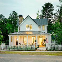 White Farmhouse, Farmhouse Design, Modern Farmhouse, Farmhouse Style, Farmhouse Decor, White Cottage, Farmhouse Interior, Farmhouse Homes, Farmhouse Ideas
