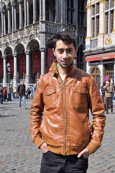 Aram vient d'Arménie où il a fait des études d'économie mais est parti par manque de perspectives. Il est en Belgique depuis trois ans et travaille dans un restaurant. @HeleneLompech