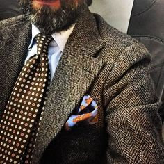 Dark grey tweed jacket, light blue shirt, brown tie with white dots Sharp Dressed Man, Well Dressed Men, Style Masculin, Look Man, Suit And Tie, Gentleman Style, Vintage Gentleman, Stylish Men, Mens Suits