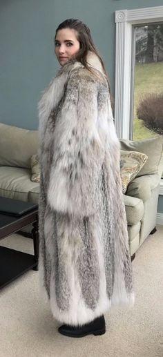 Long Fur Coat, Fur Coats, Great Women, Beautiful Women, Fur Fashion, Lynx, Girly Outfits, Fox Fur, Mantel