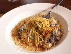 Tajarin (massa fresca) ao molho de cogumelos salteados, mascarpone, parmigiano ao perfume de limão s... - Fornecido por Gastrolândia