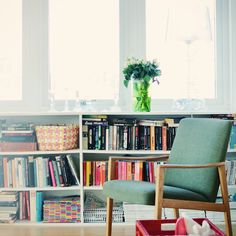 Bookshelves under window-upstairs bedroom My Living Room, Home And Living, Living Room Decor, Apartment Design, Apartment Living, Space Furniture, Home Furniture, Small Space Living, Living Spaces