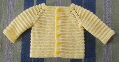 Kinzie Baby Cardigan- with long sleeves (marianna's lazy daisy days) häkeln , Kinzie Baby Cardigan- with long sleeves (marianna's lazy daisy days) Kinzie Baby Cardigan- mit langen Ärmeln Baby Knitting Patterns. Free Baby Sweater Knitting Patterns, Knitted Baby Cardigan, Baby Hats Knitting, Easy Knitting, Baby Patterns, Crochet Patterns, Jacket Pattern, Baby Sweaters, Baby Knits
