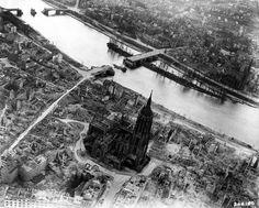 Frankfurt Am Main-Altstadt-Zerstoerung-Luftbild 1944 - Kaiserdom St…