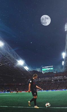 Luca Modric in fifa Real Madrid Team, Real Madrid Football, Football Is Life, Football Football, Real Madrid Wallpapers, Ronaldo Wallpapers, Gareth Bale, Lionel Messi, Real Madrid Manchester United