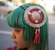 Dolly Kei fascinators kill me with awesomeness. Like this shape very much. Hmm.