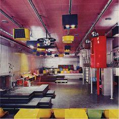 The stage and audio-visual system inside Piper, Turin, designed by Pietro Derossi, Giorgio Ceretti and Riccardo Rosso, 1966. © Pietro Derossi