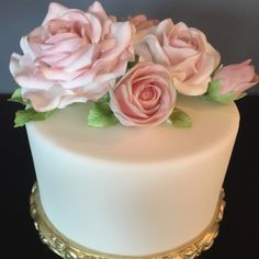 Cake decorating class at gillianscakes. Cakepops, Cake Decorating Classes, Desserts, Food, Birthday Cake Toppers, Train, Wedding Cakes, Cake Ideas, Tailgate Desserts