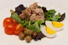 Insalata nizzarda con misticanza, olive, capperi, acciughe, uovo sodo e tonno Wine Bar, Olive, Cobb Salad, Beef, Meat, Steak