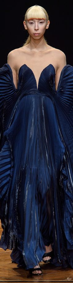 The Latest in High Fashion Fresh Off The Runway. Best in Women's Fashion and Accessories. Diva Fashion, Fashion 2018, Blue Fashion, Couture Fashion, Baby Couture, Spring Couture, Iris Van Herpen, Blue Gown, Couture Collection