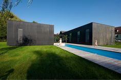 Architecture firm Franz Architekten designed this project, a family house that is composed of three independent components measuring by m where Residential Architecture, Modern Architecture, Wooden Facade, Box Houses, Tours, Farmhouse Design, Black House, Minimalist Home, My House