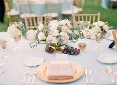 La Tavola Fine Linen Rental: Lacy Luna with Dazzle Gold Napkins | Photography: Koman Photography, Event Planning: Pineapple Planet, Floral Design: Vanda Floral Design
