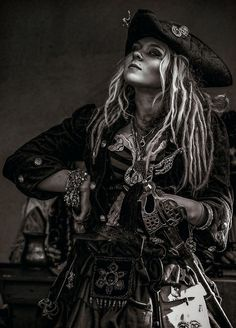 Pirate Queen, Pirate Art, The Pirate King, Pirate Woman, Pirate Life, Pirate Theme, Queen Aesthetic, Princess Aesthetic, Pirates Den